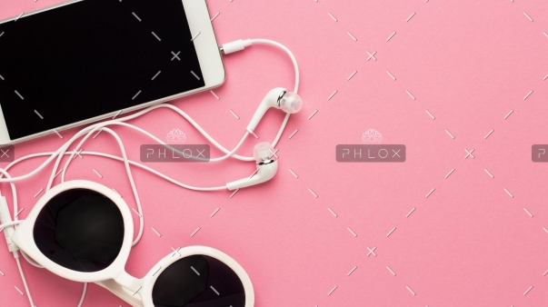 studio-shot-of-white-accessories-on-pink-back-7E4JTGC